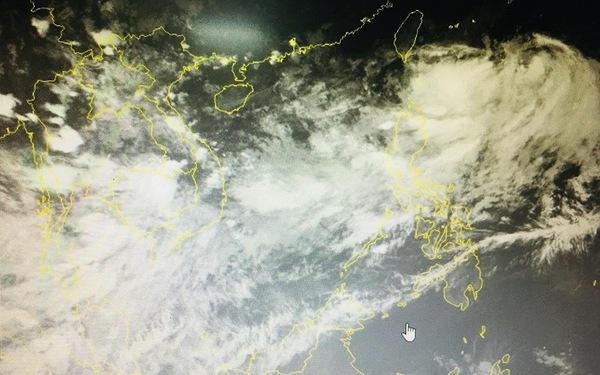 Miền Nam mưa tơi tả, nội thành Hà Nội hôm nay 'đón' mưa dông