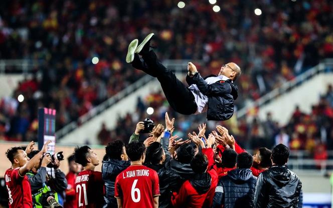 HLV Park Hang Seo bật khóc sau khi Việt Nam vô địch