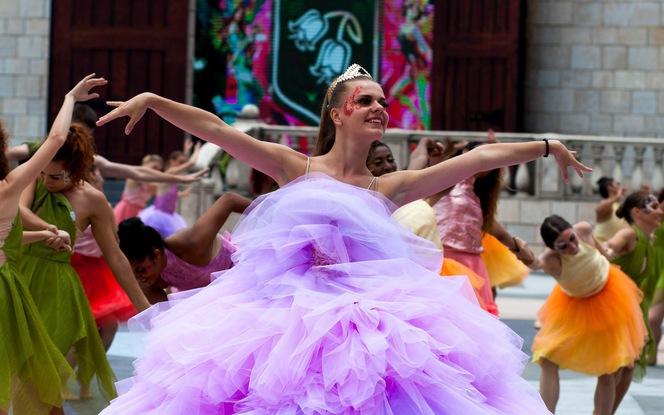 Xem vũ hội toàn diễn viên Tây cực hoành tráng trên đỉnh Bà Nà