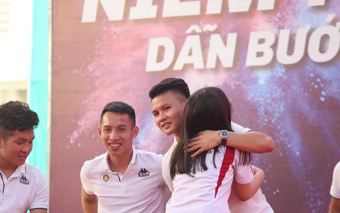 Quang Hải tiết lộ từng khóc suốt 2 tuần khi xa nhà đi đá bóng