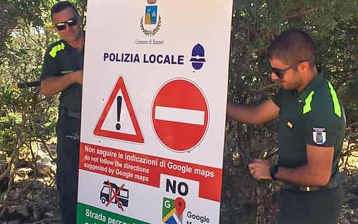 Hòn đảo ở Italy dựng biển cảnh báo du khách không đi theo Google Maps