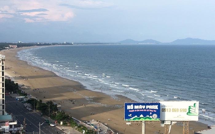 Biển Vũng Tàu sạch trở lại sau 2 ngày bị rác 'tấn công'