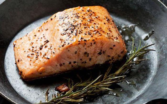Mỹ cho phép bán 'cá hồi quái thai', nông dân tái mặt