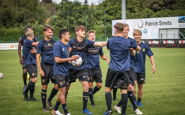 Công Phượng tươi cười khi chứng kiến đồng đội đá bại Gent