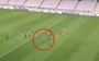 Đá phạt 'nhanh như chớp' từ giữa sân, cầu thủ 'vô danh' đi vào lịch sử Europa League