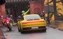 'Siêu xe' đi vào phố đi bộ ở Hội An: 'Không sai nhưng phản cảm'