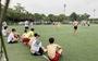 Bất chấp lệnh cấm, nhiều thanh niên tụ tập đá bóng giữa mùa dịch
