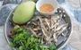 Ngày giãn cách, cá cơm khô đắc dụng: Kho mặn, nướng và làm gỏi xoài xanh
